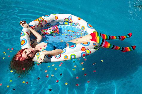 death_swimmig_pool_daniela_.jpg