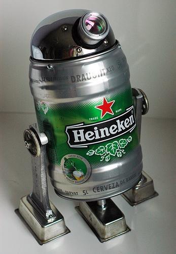 R2D2 feito a partir de um Keg Heineken