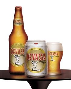 Cerveja Devassa em lata e garafa de 600ml