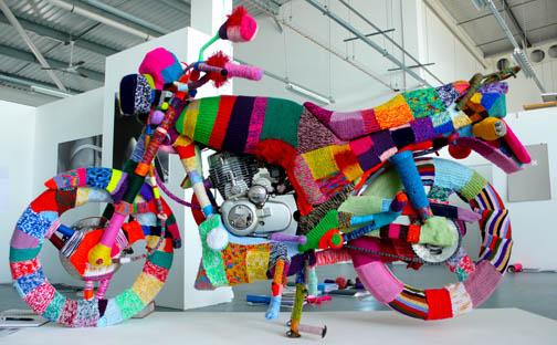 yarn-bomb-moto