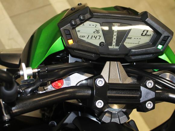 2013-Kawasaki-Ninja-Z800-painel