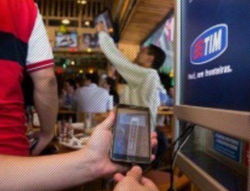 Carregadores de celular em bares, aeroportos, restaurantes e táxis