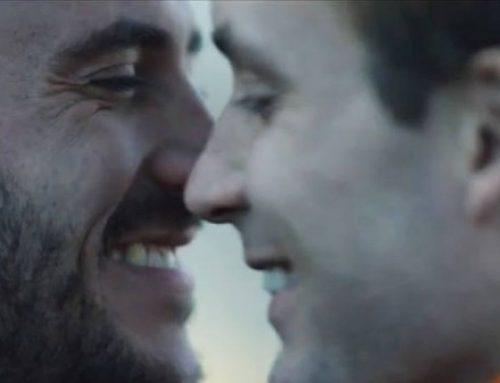 Tiffany e o seu primeiro comercial com um casal gay