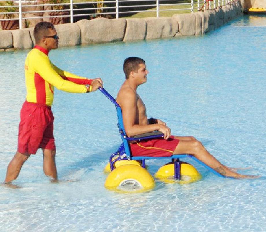 cadeira-rodas-piscina